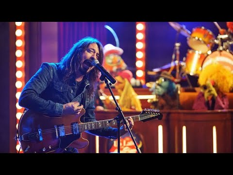 Electric Mayhem Sing Learn To Fly With David Grohl+DrumBattle//Gonzo The Great Revival